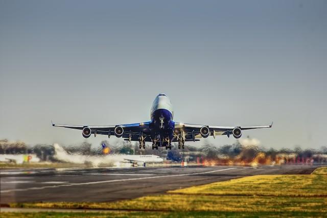Per vliegtuig