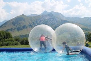 Bulles aquatiques géantes - Saint Jean d'Arves Les Sybelles